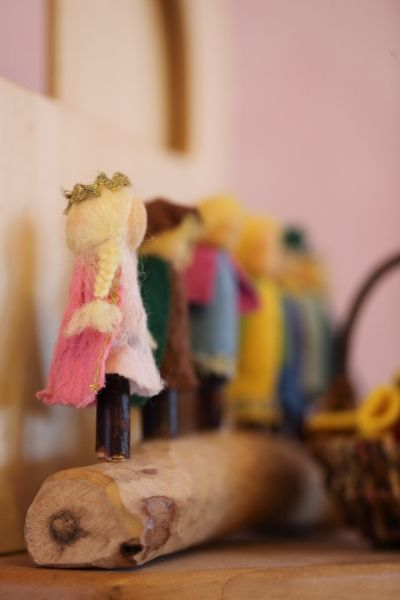 finger puppet display - I need you to make this - I've kept you blissfully unaware of how many finger puppets we own... ; )