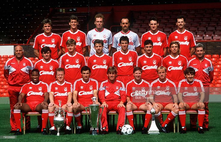Sport, Football, Liverpool FC Team-Group 1988-89 Season, The Liverpool team pose together for a group photograph with the two League Championship trophies flanking the Manager of the Year award, Back Row L-R: Jan Molby, Gary Gillespie, Mike Hooper, Bruce Grobbelaar, Alex Watson, and Kevin MacDonald, Middle Row L-R: Ronnie Moran, Ray Houghton, Nigel Spackman, Jim Beglin, Gary Ablett, John Aldridge, Barry Venison, and Roy Evans, Front Row L-R: John Barnes, Steve Nicol, Alan Hansen, Kenny…