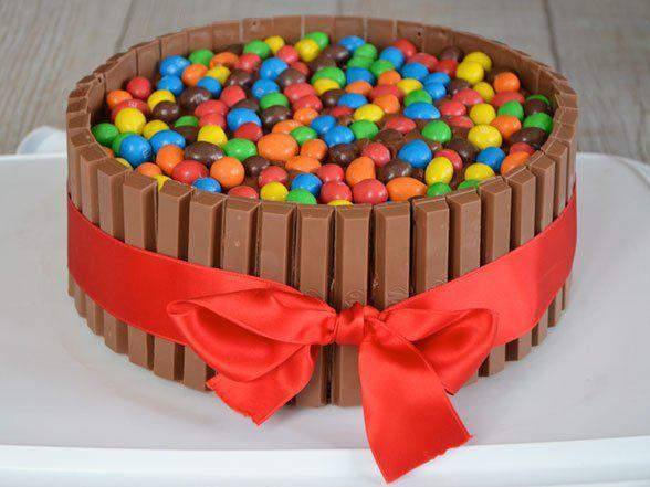 Le gâteau Kit Kat pour un anniversaire réussi