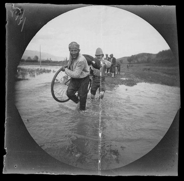 1891'de Bisikletleriyle Dünyayı Dolaşan, William Sachtleben ve Thomas Allen Jr. adında iki Amerikalı Gezginin Çektiği Muhteşem Türkiye Fotoğrafları http://listelist.com/1891-yilinda-bisikletle-gezen-ikilinin-turkiye-fotograflari/