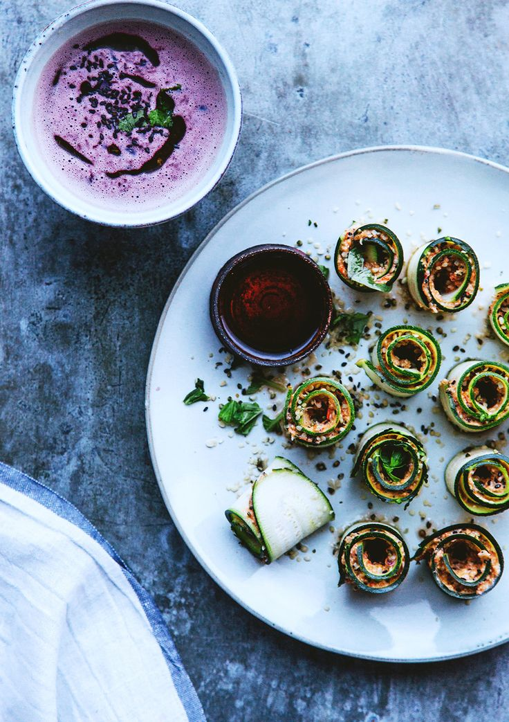 Raw zucchini rolls and quick beetroot soup