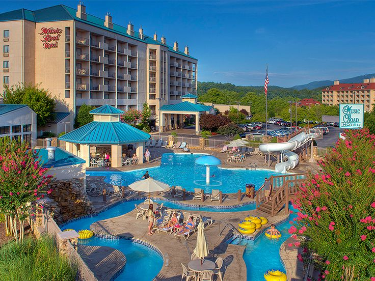 Enjoy A Jacuzzi Soak In Your Guest Room At This Water Park Resort Offering S Dollywood Tanger Outlets And Other Area Attractions