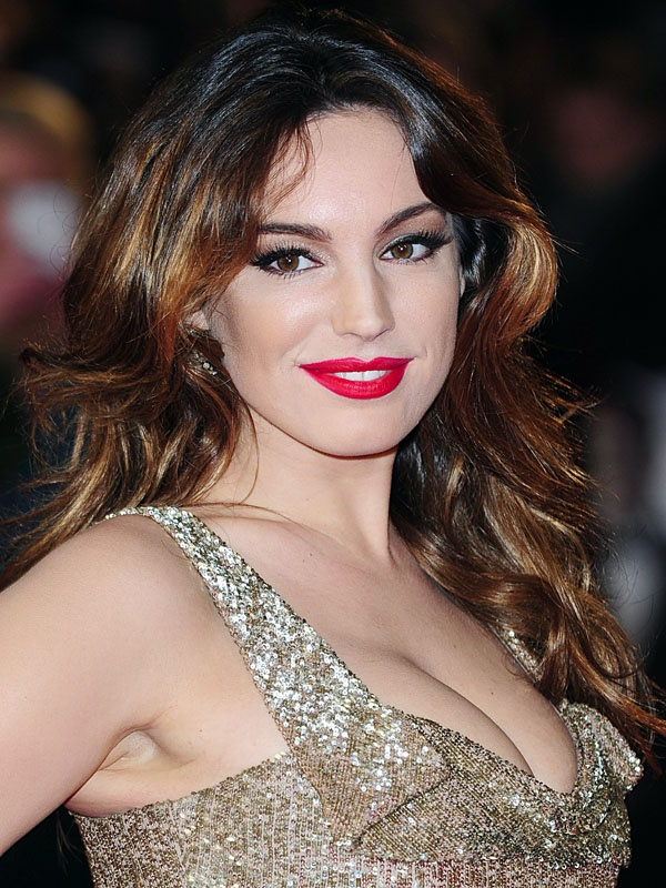 25 festive makeup ideas: Kelly Brook http://beautyeditor.ca/gallery/25-festive-makeup-ideas-featuring-you-guessed-it-red-lipstick/kelly-brook/