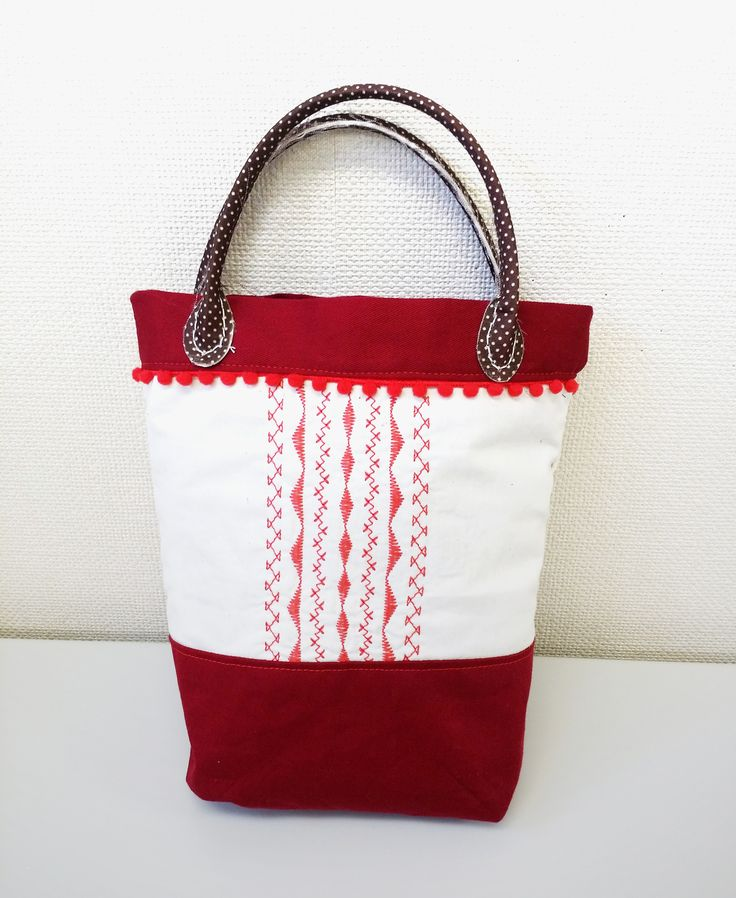作者:ME さん/刺しゅうバッグが欲しかったので、縫い模様でアレンジしたカバンを作ってみました!お散歩バッグとして活用しようと思います☆使用したミシン:JTA-3300 | By Ms. ME-san / Made a embroidery bag by arranging stitch patterns as I wanted. Sure to take it for walking around. Used model: JTA-3300 #bag #stitch #sewing #handmade #JAGUAR