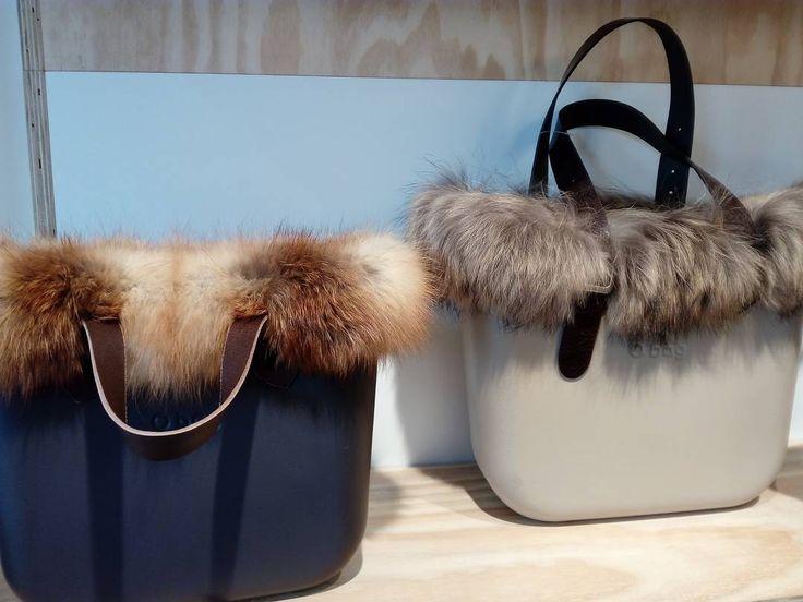 Buna seara Moldova❕❕❕ In stinga e geanta O-Bag Large cu blana Naturala de Vulpe,extra calitate  Asadar : O-Bag din stinga : 100€ (blana scurta Vulpe) + 20€ (minere scurte simple) + 50€ (baza large de orice culoare+ 30€(sacul din interior)= 200 euro  O-Bag din dreapta: 130(Blana Vulpe lunga pretioasa)+ 32€ ( minere lungi simple) + 50€ (baza de orice culoare)+ 30 (sacul din interior)= 242 euro.  #obag #moldova #chisinau #frumos #exclusiv #natural #special #scump #ocefata #c...