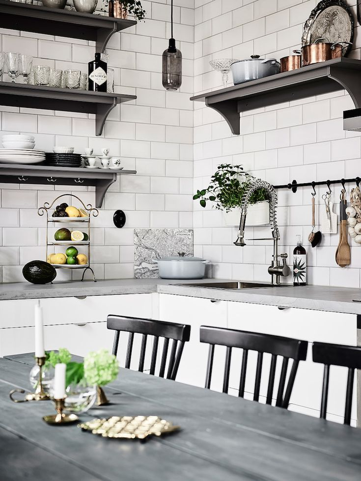 Created from dozens of interesting and personal looking decor details, this Scandinavian style home apartment in Sweden charms with a cozy and comfortable atmosphere. Dominating white and grey tones getspicy texture from leather and wooden furniture, while the decor elements on the walls and the lighting fixtures give the final touch for the interiors. Thisbeautiful apartment is listed at Entrance.  The ultimate heart of this home is the warmly welcoming kitchen with open shelves, pendant…