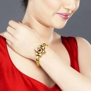 Featuring this beautiful Star Shape kundan bracelet in our wide range of Bracelets. Grab yourself one Now!