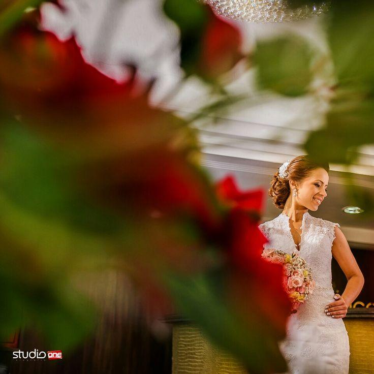 Flores para colorir o dia ❤❤ . . . . . . . . ❤  #fotografia #fotografiadecasamento #fotografiadecasamentocuritiba #casamento #casamentocuritiba #noivos #noiva #wedding #weddingbrasil #vestidodenoiva #weddinginspiration #photografy #weddingdress #weddingandlove #weddingphotografer #weddingday #weddingphotografy #weddingpics #photos #photografer #vestidadenoiva #noivadoano #noivascuritiba #weddingidea #inesquecivelcasamento #weddinginspiration #noiva2017 #fotografiacasamento #fotogr