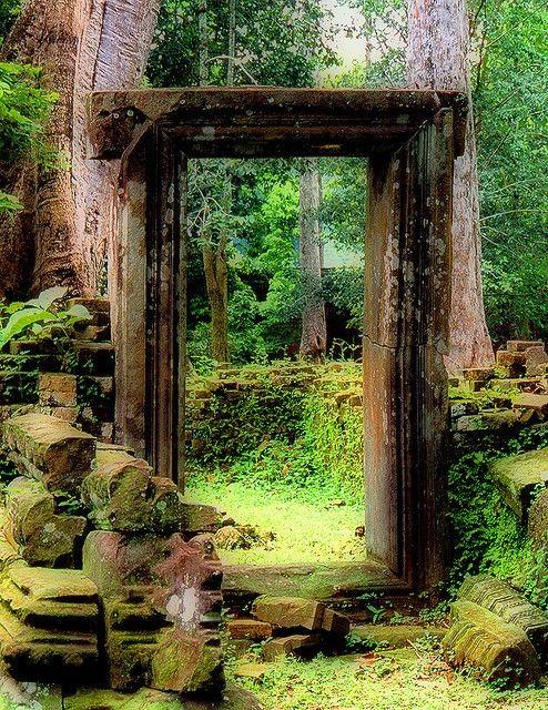 A door at the ruins near Bayon.