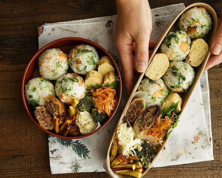 鮭と水菜の混ぜご飯弁当 人参のゆかり和え、春巻き、さつまいもフライ カレー味、キャベツのザワークラウト風、ブロッコリーのパン粉焼き、だし巻き卵 #わたしのおべんと帖