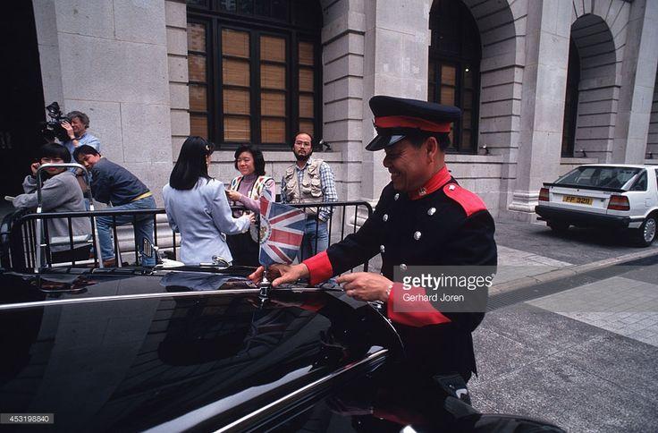ニュース写真 : Governor Chris Patten's car outside the...