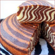 Gâteau tigré, zébré ou encore le zebra cake - Après le marbré classique, je partage avec vous cette recette de gâteau à l'allure tigré extra moelleux ...