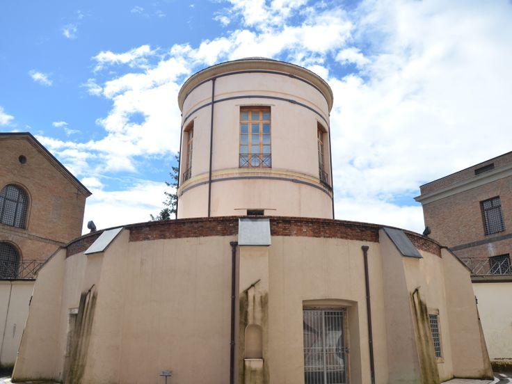La tholos centrale del Carcere Borbonico di Avellino, costruito nel 1839 dall'arch. Giuliano De Fazio. Da qui partono pontili di camminamento a raggiera fino alle mura perimetrali esterne per effettuare la ronda di sorveglianza.