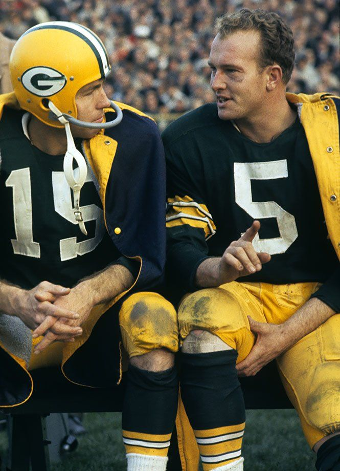 The Packers QB Bart Starr (15) and RB Paul Hornung