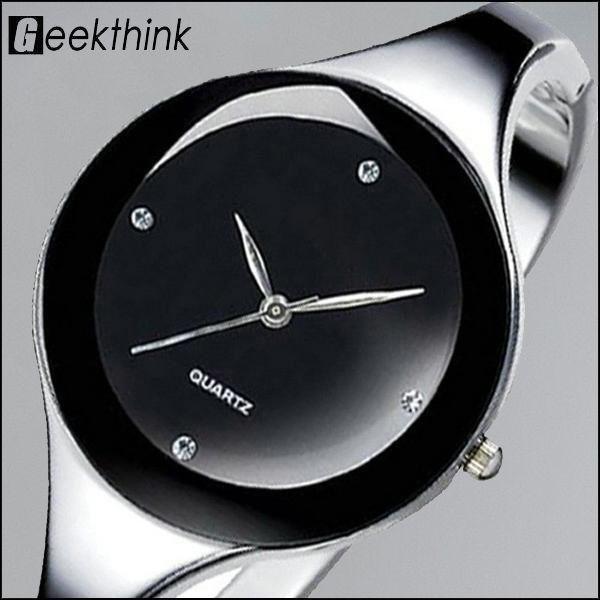 """Montre bracelet de style Casual  pour femme avec un mouvement à quartz de fabrication japonaise. Avec ses lignes épurées, cette montre affiche un design moderne et chic à la fois ! En acier inoxydable, et son verre en hardlex elle résiste aux chocs imprévus !   Non étanche - Fermoir """"Snap fastener"""" - Verre hardlex - Cadran analogique Réf: Geekthink WW0025"""