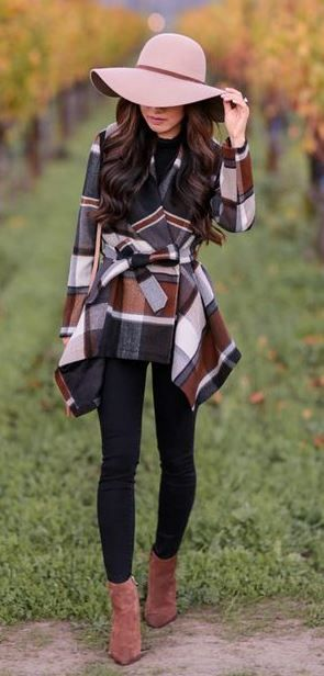 trendy fall outfit idea / hat + plaid coat + black skinnies + boots