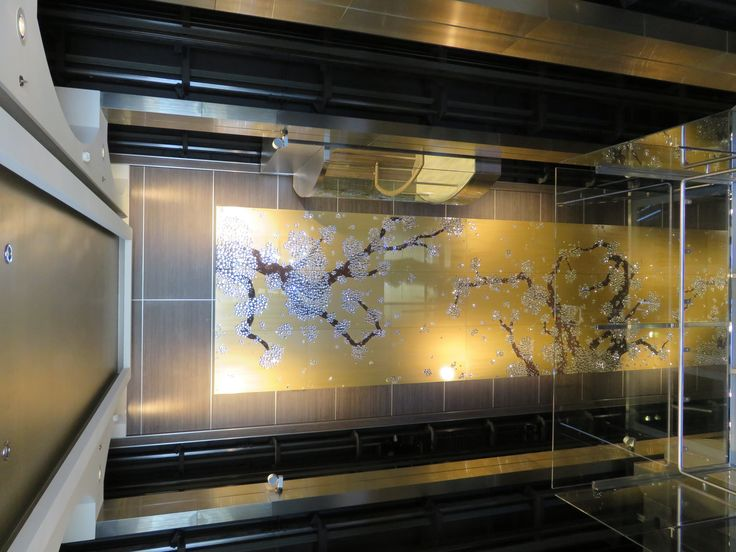 Royal Caribbean International - Naming of Athem of the Seas - Glass floor in a cabin