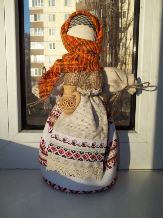 Traditional Ukrainian motanka doll by Olena Oriekhova #art #Ukraine #crafts