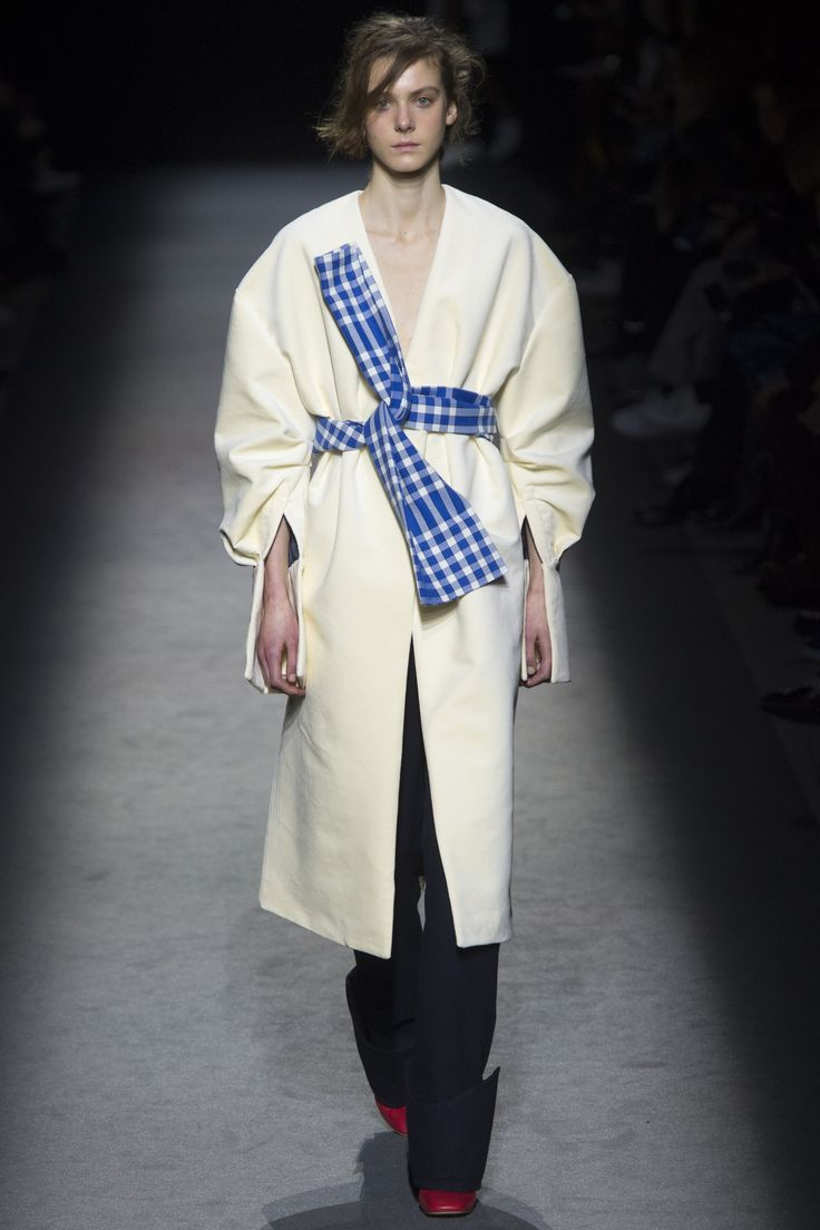 Jacquemus Fall 2016 Ready-to-Wear Collection Photos - Vogue