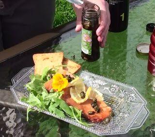 Dans la cuisine de Annie: La Cuisine de Dame Nature: Boutons de pissenlit marinés