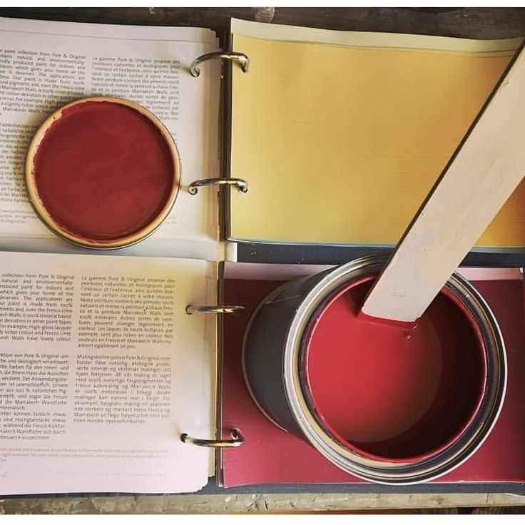 Colourful Sunday morning.... 'Hop' and 'Cardinal Red'   Image credit, our stockist in Newark-on-Trent,  @village.chic   #pureandoriginal #stockist #villagechic #designstudiov #workingtogether #chalkpaint #paintedfurniture #newark #cardinalred #hop #colours #naturalpigments #naturalpaint #ecofriendly #safepaint #limepaint #decor #interiorinspo #interior123 #retail