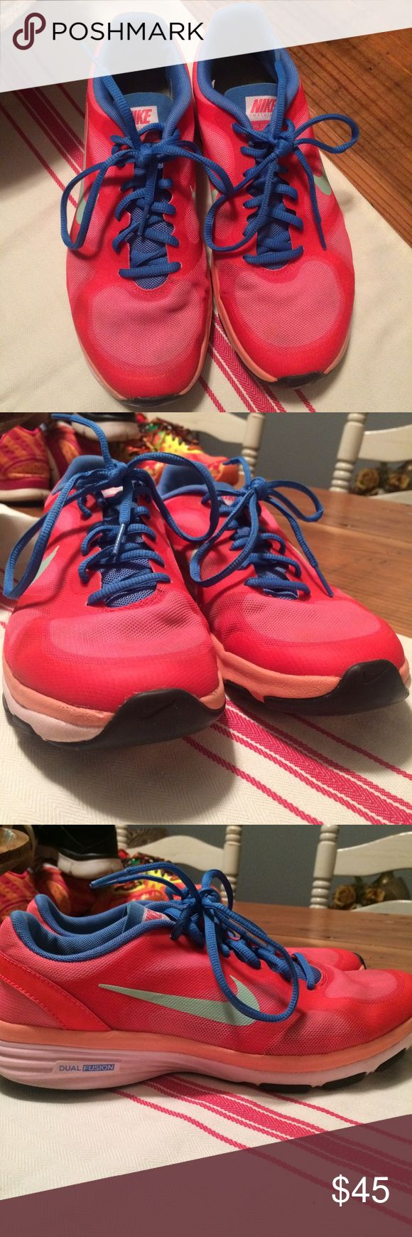 Nike Dual Fusion TR These shoes are in good condition! No holes or tearing. Don't hesitate to ask me questions!(: Nike Shoes Athletic Shoes