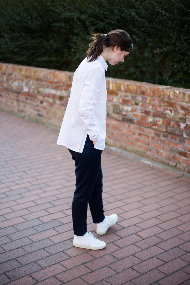 Fair Fashion Outfit http://the-ognc.com/outfits/weniger-ist-mehr/ Jan 'n June Blouse ARMEDANGELS Trousers Veja Sneaker #fairfashion