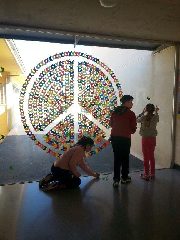 Mural: símbolo Paz con mariposa.