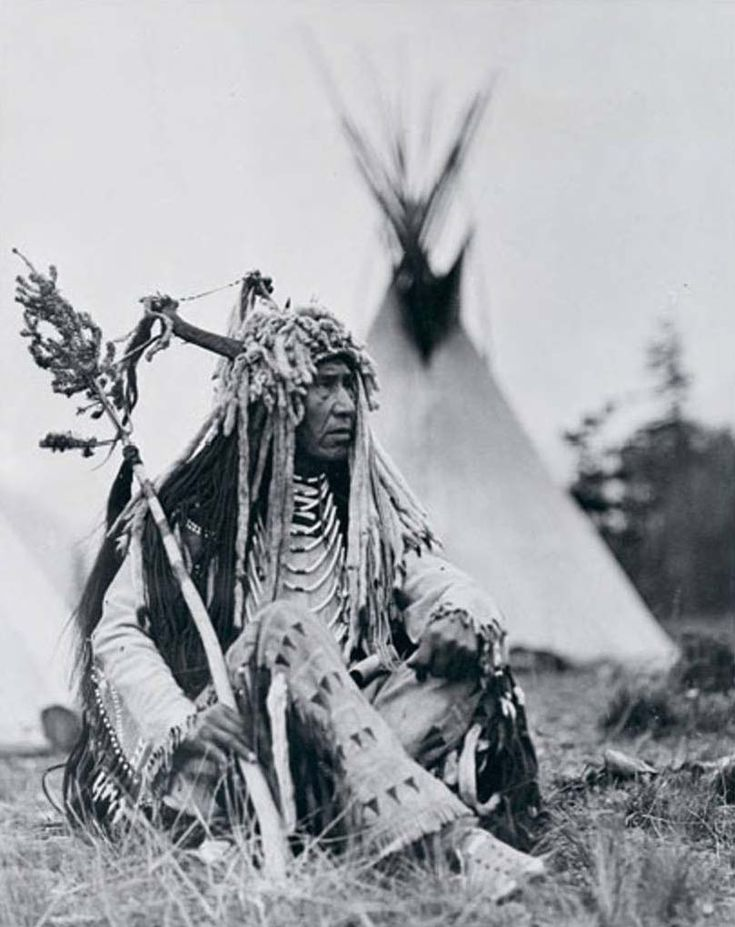 Chewing Black Bones, 1933. Blackfoot Confederacy or Niitsitapi is the collective name of three First Nation band governments in the provinces of Saskatchewan, Alberta, and British Columbia. It is also a Native American tribe in Montana, United States. There are three tribes in Canada, the Siksika, the Kainai or Kainah and the Northern Piegan.