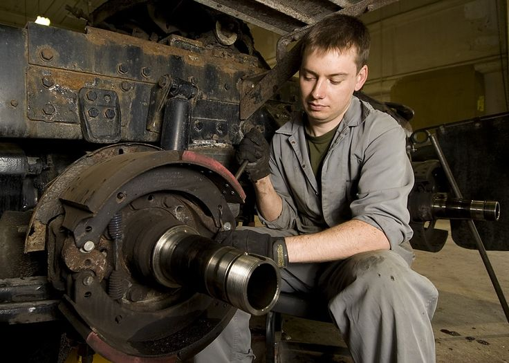 Corporal Carleton removes the brake shoes from a Canadian Forces Western Star Highway Tracker. Trenton, Ontario, March19, 2008. Photo by: Private Tina RJ Miller