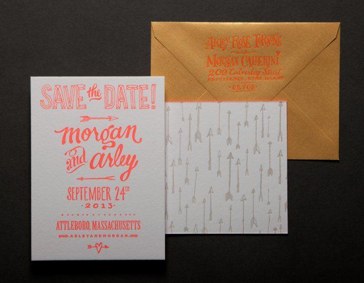 save the date bagian dari undangan pernikahan yang dicetak letterpress menggunakan tinta spotlight yang keren