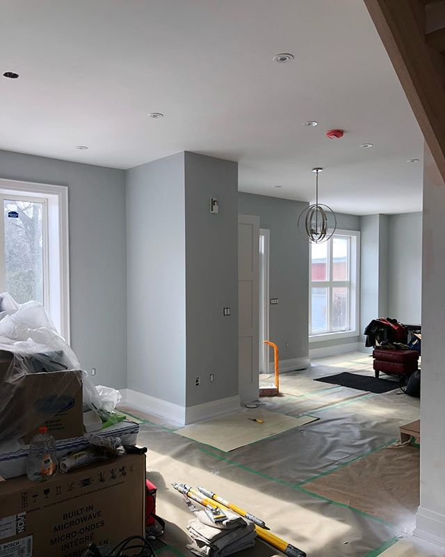 Job coming along walls getting the first coat treatment. Aura Matte in 2134-60 White Stone. Trim sprayed in Decorators White CC-20 Advance Pearl #painter #paint @gracopaintsprayers @benjaminmoore @thepaintersplace #painting #onlythiscan #spray #professional #toronto #gta #oakville #coverthefloors #mississaugapainting #mississauga #oakvillepainting #torontopainting #gta #etobicoke #realestate #interior #interiordesign #interiors #residentialpainting #residential