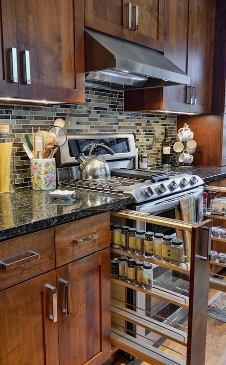 Armário de temperos de puxar #homedecor #kitchenideas #inspiration |Inspiration for a traditional kitchen in Atlanta with shaker cabinets, dark wood cabinets, multicolored backsplash and stainless steel appliances. — Houzz