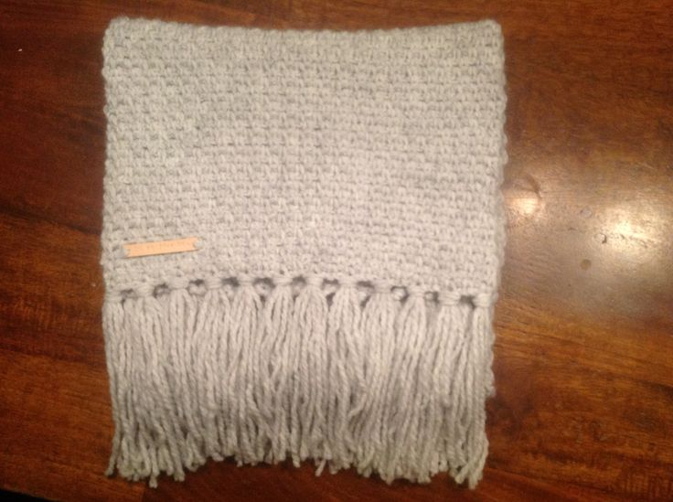 Gehaakte sjaal met 4 1/2 bol Julia in granietsteek
