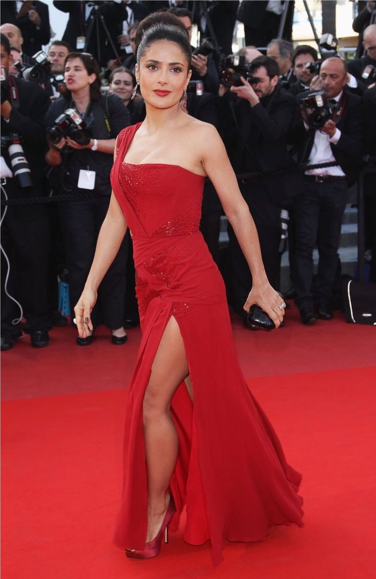 Celebrate Salma Hayek's 50th Birthday With Her Best Red Carpet Looks Of All Time |