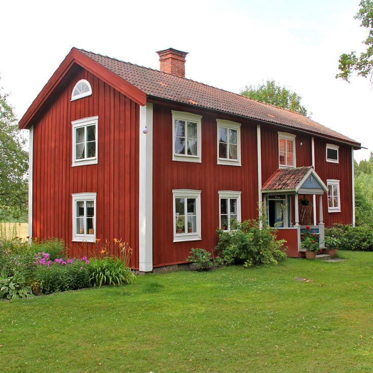 A casa vermelha com cantos brancos é típica da Suécia. A tinta vermelha tradicional contém pigmento a partir do cobre da mina em Falun, província de Dalarna, Suécia. Fotografia: Hans Nerstu no Flickr.