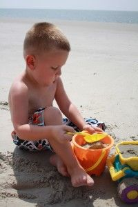 10 must have items for Beach with baby / Kids! BABY Powder gets the sand off!