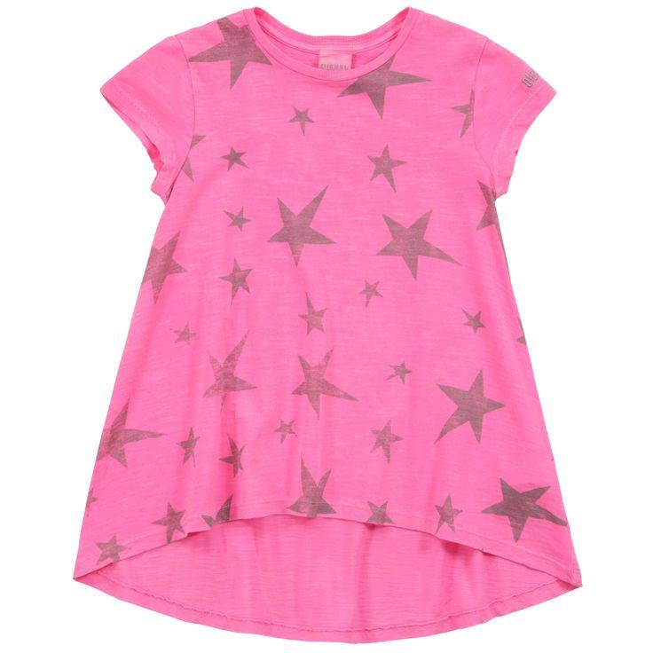MAXI T-SHIRT DIESEL KIDS,  Maxi T-Shirt da bambina e da ragazza della Diesel in tinta unita di colore rosa fluo con stelle stampate sul davanti, retro maglia più lungo, girocollo, maniche corte, logo sulla manica sinistra.  http://www.abbigliamento-bambini.eu/compra/maxi-t-shirt-diesel-kids-2973504