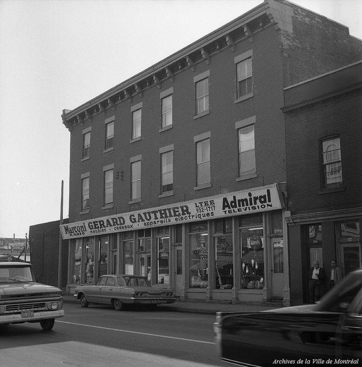 https://flic.kr/p/qsfg5z | VM94-C0716-002. Archives de la Ville de Montréal. | Dépotoir de ferraille (rue Saint-Henri). Projet Petite Bourgogne. 3 septembre 1965.