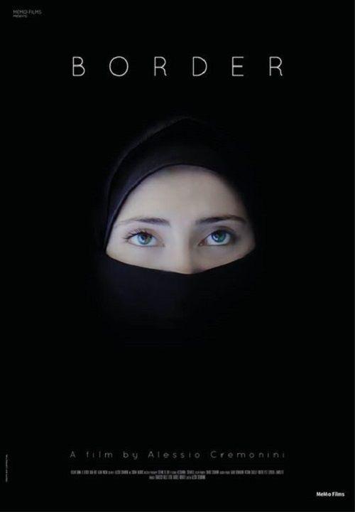 Yönetmen Alessio Cremonini'den, günümüz Suriye'sine etkileyici bir bakış. Suriye'deki savaş şu ana kadar 80.000 ölüye ve Libya'ya Türkiye'ye ve Ürdün'e kaçan 800.000 mülteciye sebep oldu. Bu film gerçek bir hikayeyi anlatmaktadır. Genç ve dindar iki kız kardeş, Aya ve Fatima, Fatima'nın daha yeni evlendiği kocasının, hepsinin hayatını tehlikeye atarak Suriye Ordusu'ndan firar etmeye ve Suriye …