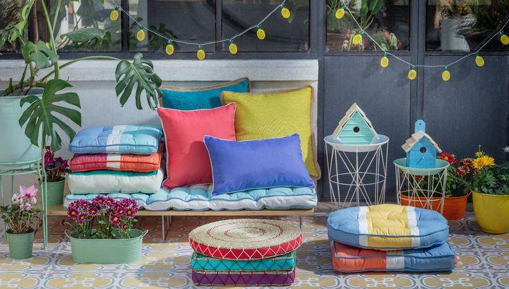 Nuestra nueva colección de Futones y Cojines es ideal para esta temporada de terraza. Además, no olvides complementar tus espacios con nuestras luces decorativas y maceteros.