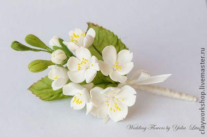 Бутоньерка свадебная. Бутоньерка для жениха с цветами вишни. Цветы выполнены из полимерной глины Deco. Цветы очень легкие и прочные.