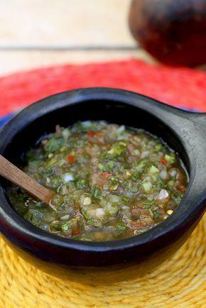 Deliciosa receta colombiana, con un toque picante. Ideal para acompañar papas, empanadas, sopas y carnes. Se prepara en poco tiempo y con ingredientes básicos, que tenemos en casa.  www.antojandoando.com