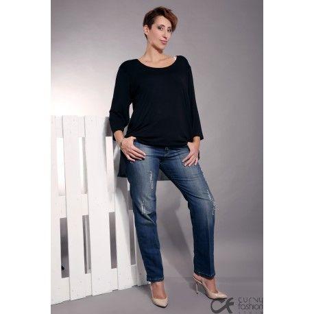 Pantalone con perline in jeans elasticizzato ed effetto graffiato.