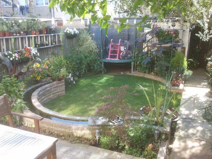 Back garden with circular wall with water. Make your home design dreams come true. Read reviews of 1000s of trusted tradesmen across the UK and get free quotes on MyBuilder.com.