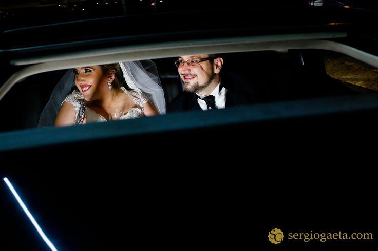 #weddingphotography #weddingphotojournalism #novios #noivos #bride #groom #weddingcar #weddingdress #fotografiacasamentosp #clubeatleticoipiranga #weddingbrazil