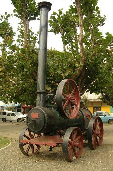 Maquinas a vapor en la plaza de Carahué  -  Temuco