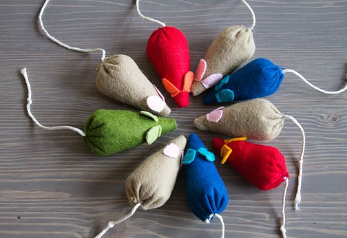 Catnip Mice ... i think i'll use quilting cotton ... so dang cute ... stitchcraftcreations