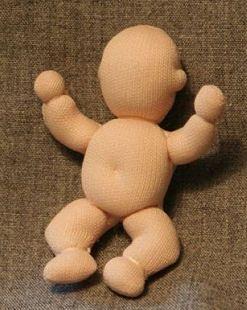 Free doll pattern - http://www.allcrafts.net/crochetsewingcrafts.htm?url=dollmakersjourney.com/babymannequin.html