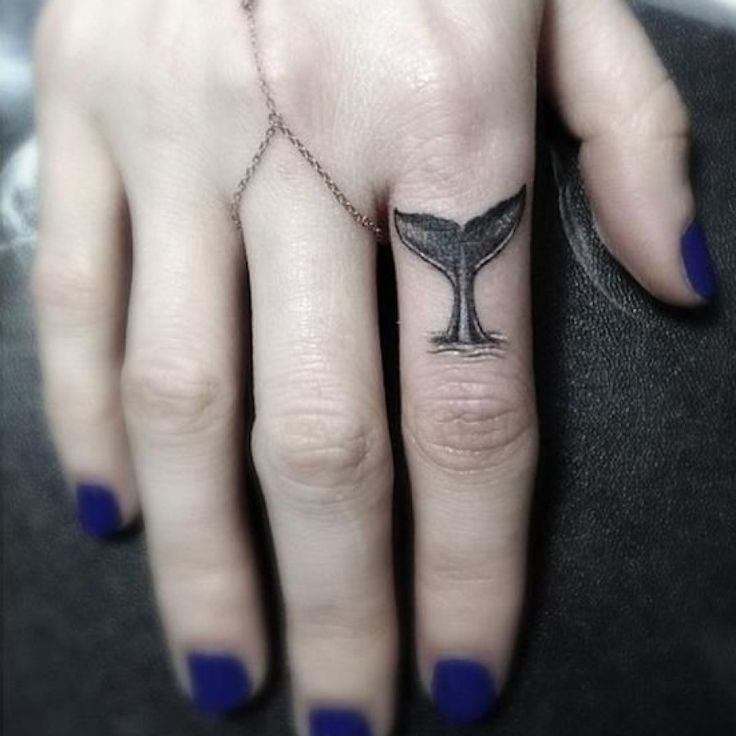 16 Tatuajes que no pueden ir en otro lado más que en tus nudillos